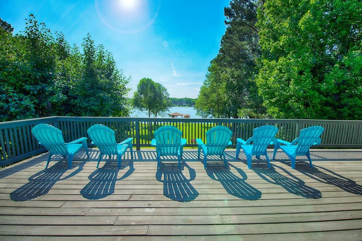 Waterfront Retreat w/ Private Dock at Lake Anna!