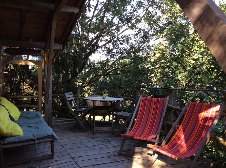 terrasse face à la chambre de la cabane
