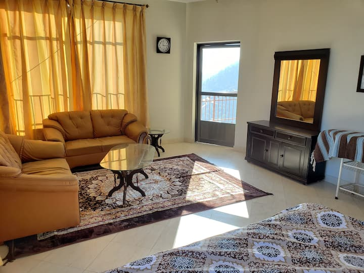 Rove Lodging-2 Bed Service Apartment, Murree