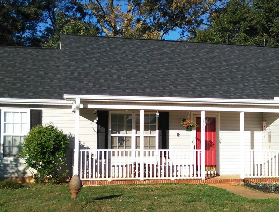 Single level home on cul de sac with driveway parking.