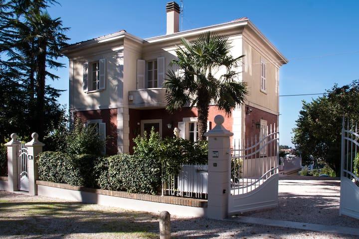 Residenza Ambrogi Luxury B&B - Bianca Suite - Urbino - Bed & Breakfast