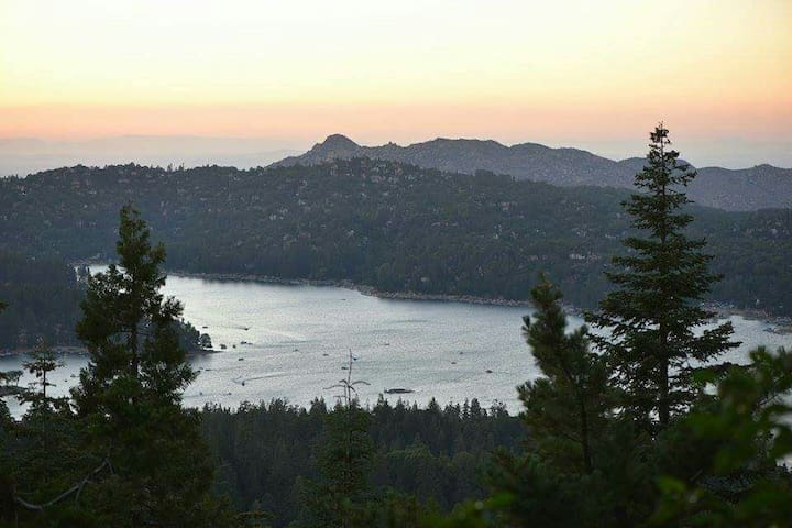 Lake Arrowhead two-story guest house Great views - Skyforest - Villa