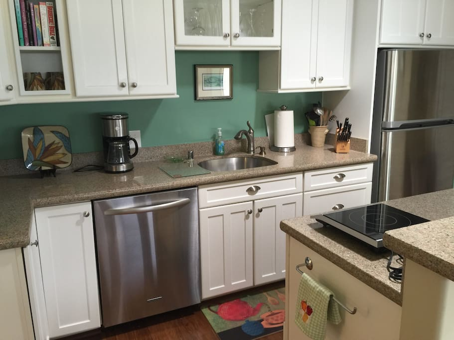Quartz counters, stainless appliances