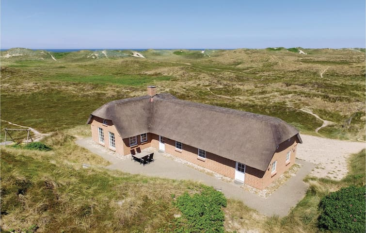 Holiday cottage with 4 bedrooms on 120m² in Ringkøbing