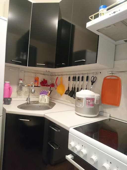 Мультиварка. Главный помощник на кухне: нежные каши, супчик, пироги, запеканки, овощи, мясо - в мультиварке - легко, просто, быстро!