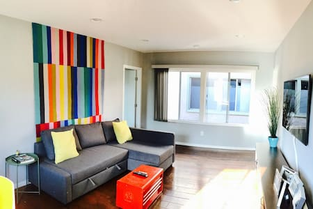 Prime Silver Lake Hilltop, Sunny 2 Beds on Sunset - Los Angeles
