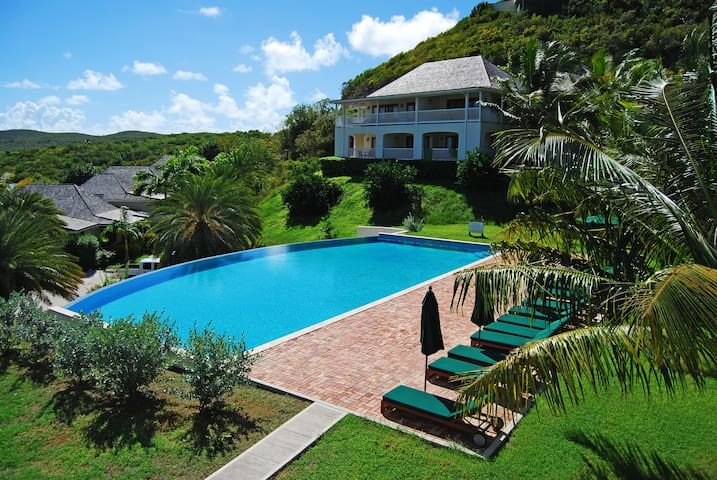 Nonsuch Bay Resort Private Apt by Pool, Beach 60m