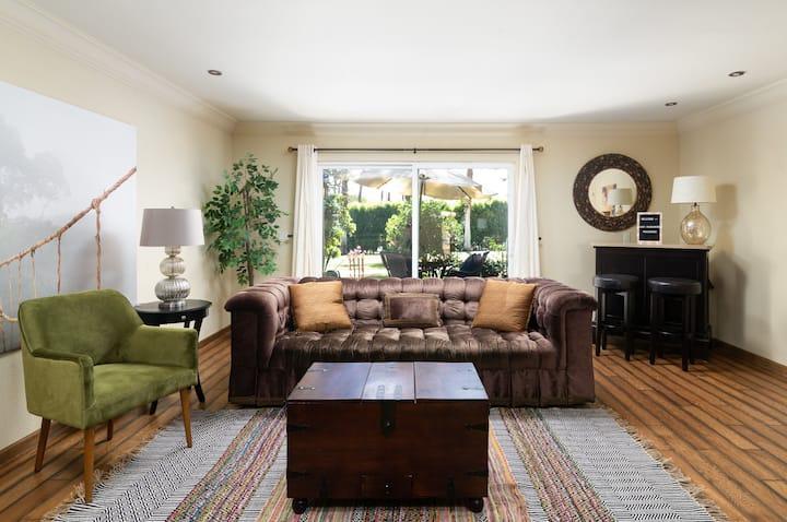 ~Desert Flower Villa~ private, cozy, and chic