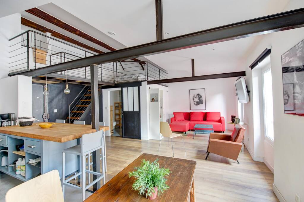 Loft design plein centre ville lofts louer marseille for Appartement design friche gare st charles vieux port
