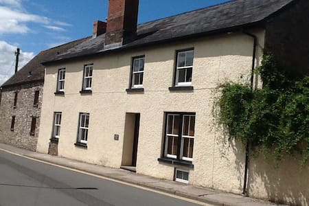 B&B in foothills of Black Mountains - Talgarth - Bed & Breakfast