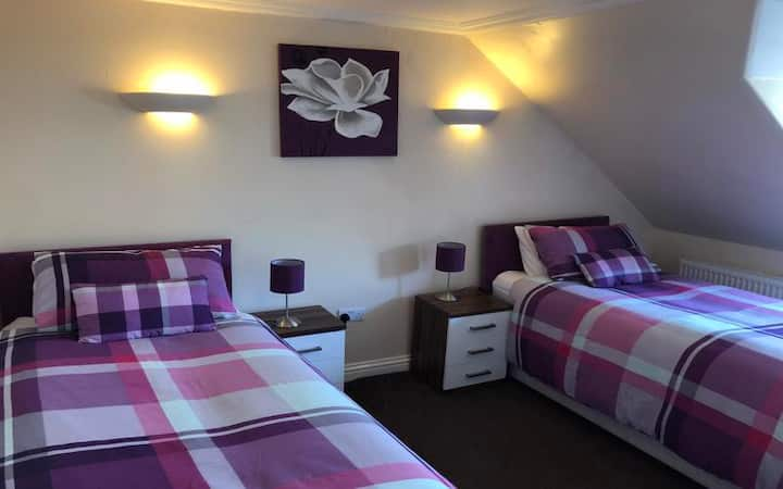 DELUXE DOUBLE OR TWIN BEDROOM 1 to 2 GUESTS