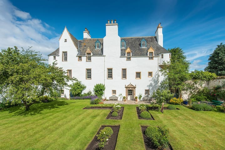 Mansion House, 2 double rooms available