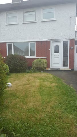 Ideal Family location - Santry - House
