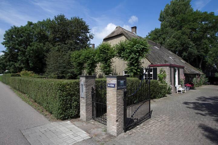 Giessenburg, De Giesenhoeve, Studio