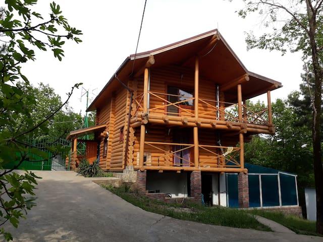 Бревенчатый дом на море,в лесу, для дружной семьи!