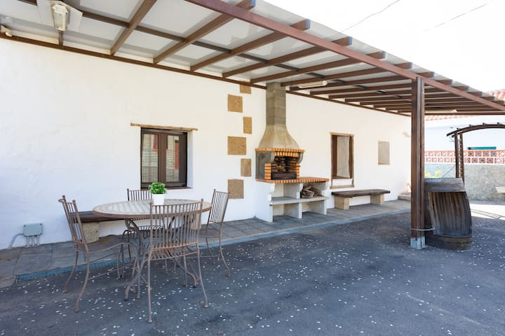 Rustic house with terrace and barbecue by Lightbooking