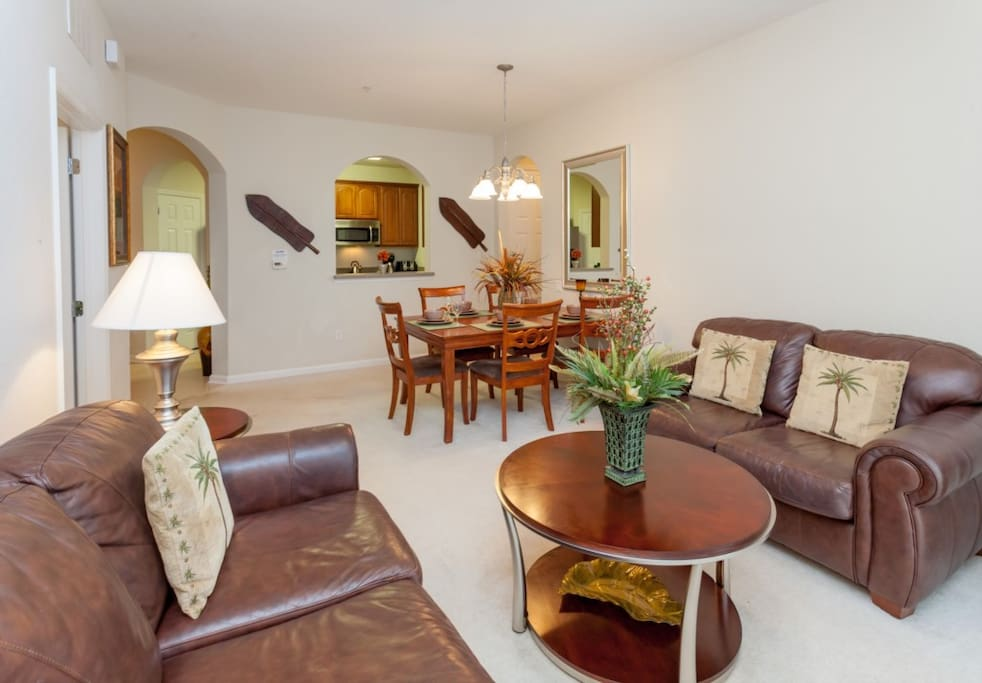 Couch,Furniture,Dining Room,Indoors,Room