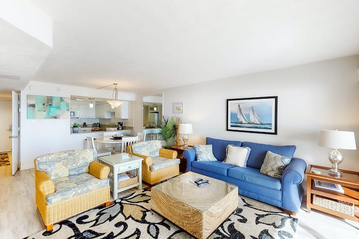 Gulf front condo on bike path w/beach views, shared outdoor pool, tennis, & gym