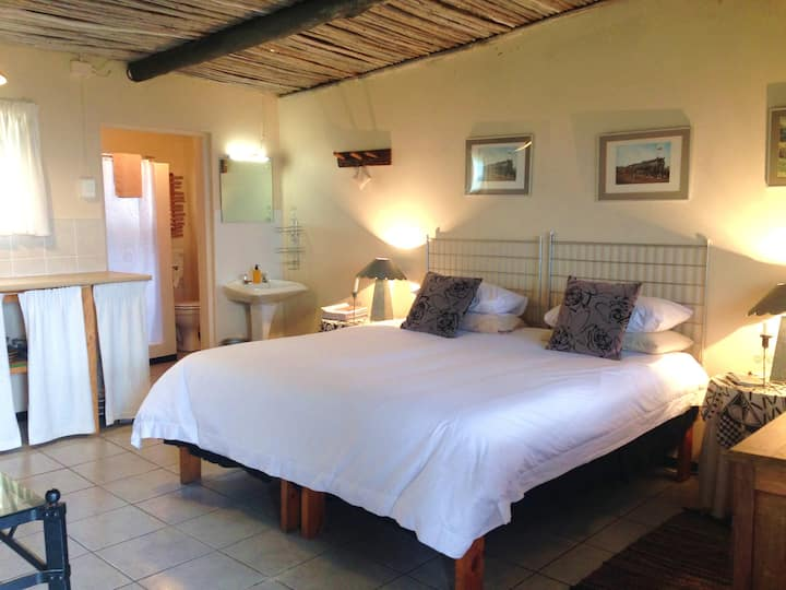 Protea Wilds Retreat - Choo-Tjoe  en-suite studio