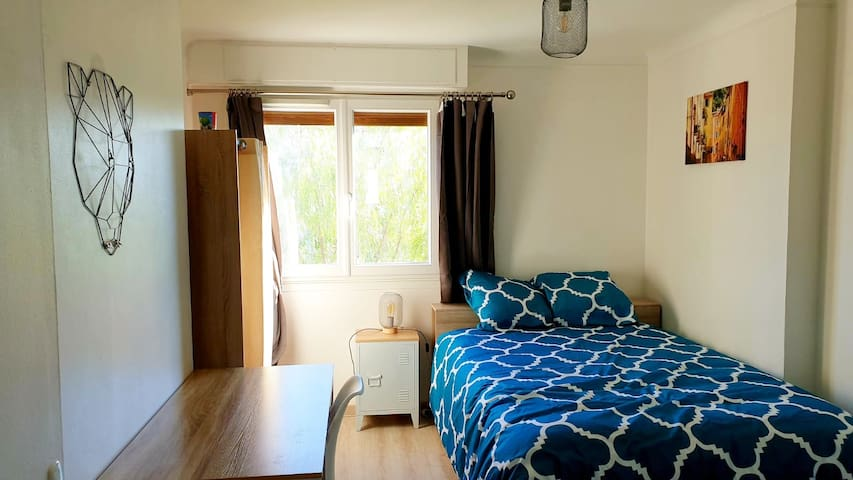 Room with private shower near Nice Airport