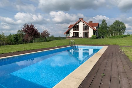 Dom z basenem nad jeziorem - piękny ogród - Mazury