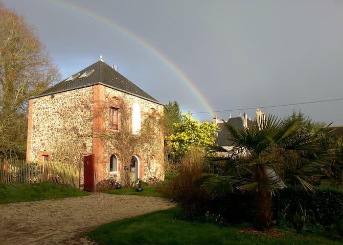 Ancien Pavillon de garde du château plage à 700 m - Aumeville-Lestre - Allotjament sostenible a la natura