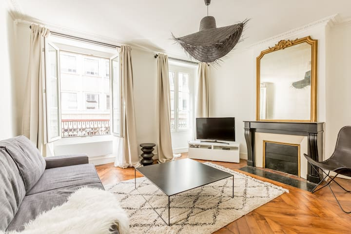 CHAMPS ELYSEE DESIGN FLAT FOR 4