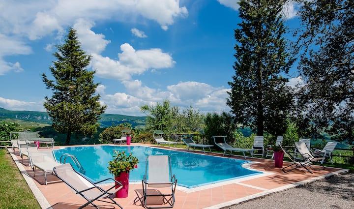 IL GIARDINO with Swimming Pool, iIdeal for Wedding