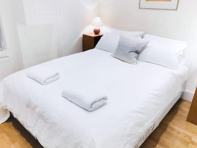 ⭐️Safe Entire 1 BR ⭐️ Kingsize Bed ⭐️ Sanitized Clean