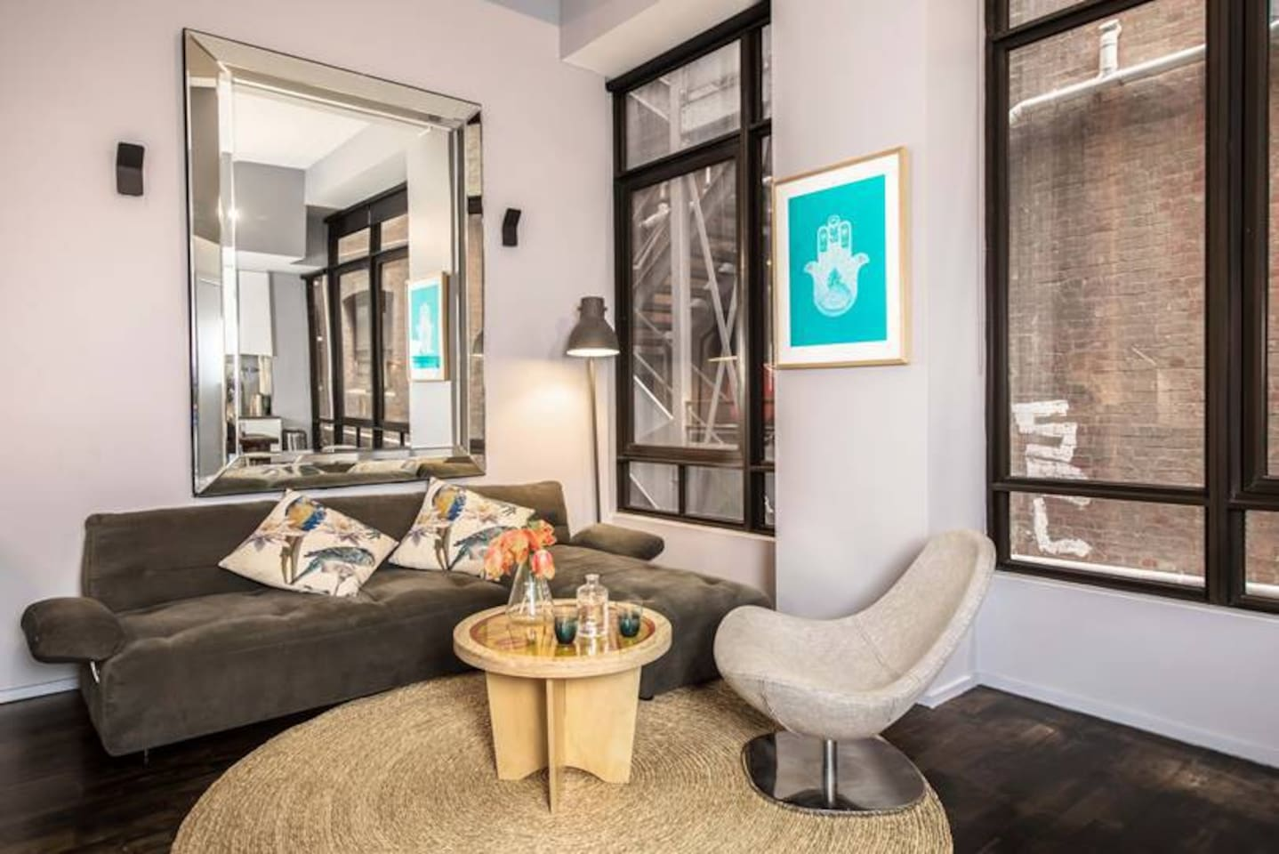 A beautiful space in a fantastic spot in the city especially for foodies! Nice, clean, cosy and stylish apartment.