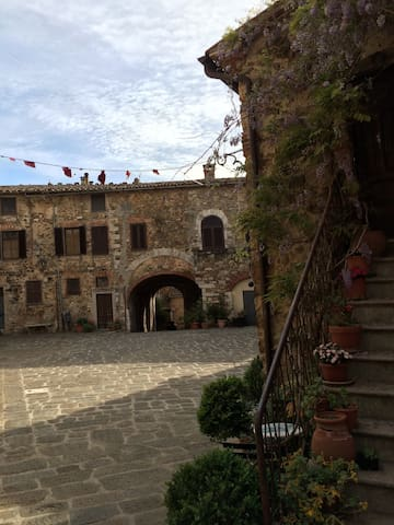 A gate into the middle age - Montemerano