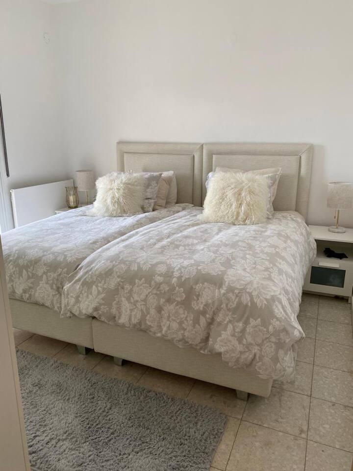 BEAUTIFUL SUNNY ☀️ 4 Bedroom Apt in Telse-Stone
