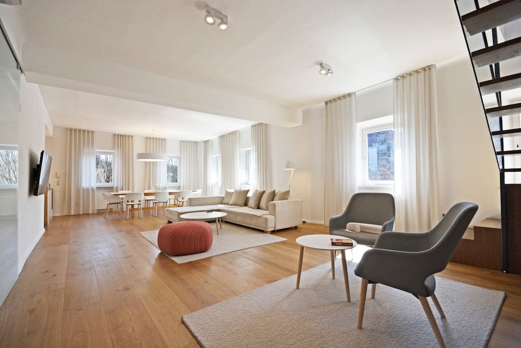 An exquisite and luxurious open space area of the apartment