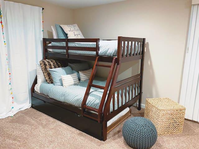 Bedroom 4: Full mattress + two twins