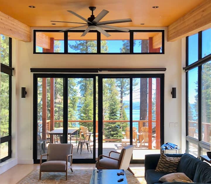 4BR Contemporary House, Lake Views, Hot Tub