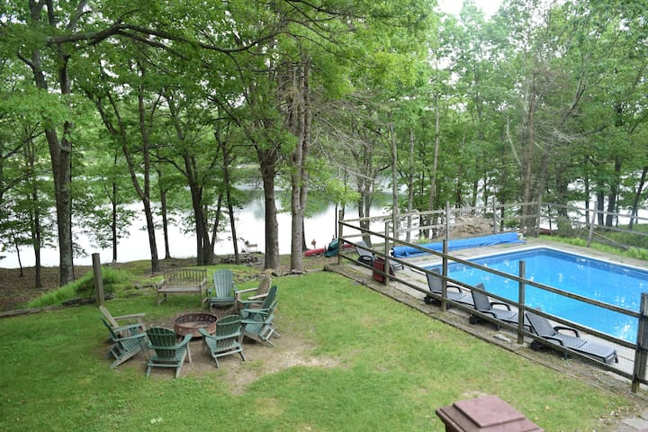 Large Open concept LAKEFRONT, Pv pool, beach, dock