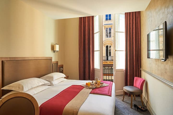 Stay in a Club Room - Hotel Bayonne Etche-Ona
