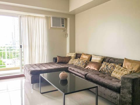 Classy 2BR Apartment + Netflix at Rockwell Makati