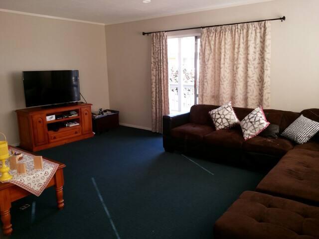 Whangarei Home near Onerahi Beach and Airport