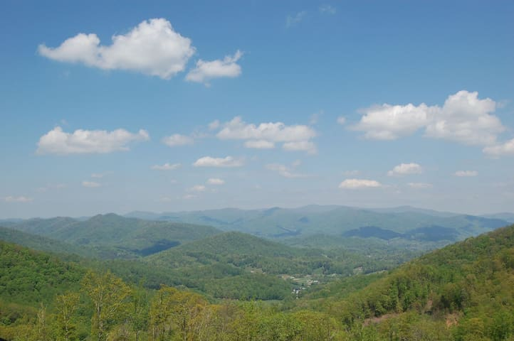 NEW to AirBnB! Enjoy amazing views in Mountain Air - Best views in WNC!