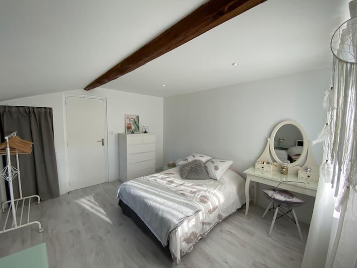 Chambre cosy dans fermette rénovée