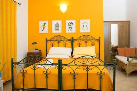"""La Muzza B&B """"alloggio degli assi"""" - Zollino - Bed & Breakfast"""