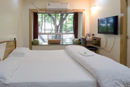 Luxury AC & wifi space Koregaon Prk - Pune