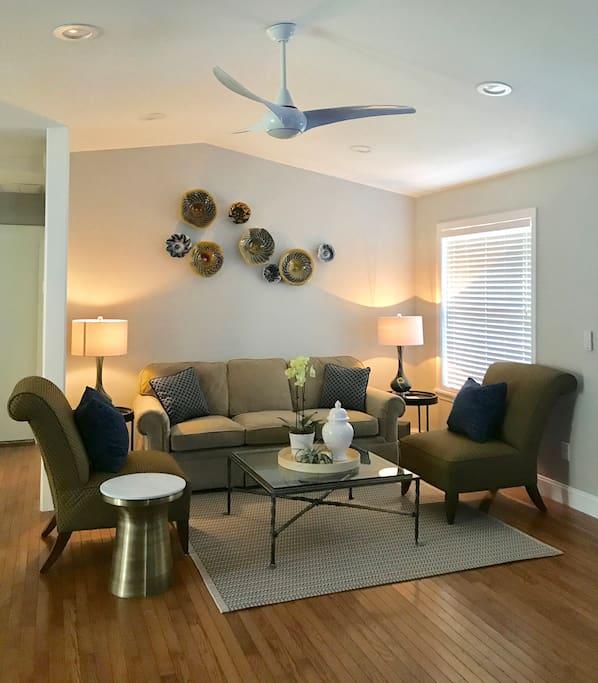 Living room with glass art by Ron Mynatt