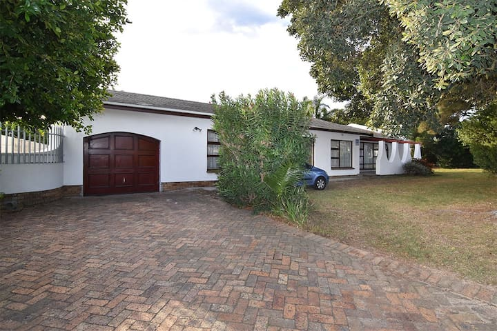 Leafy Green Home 20min to Wine Route & Sea Point