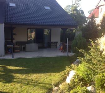 Dom z ogrodem - Małkowo - Hus