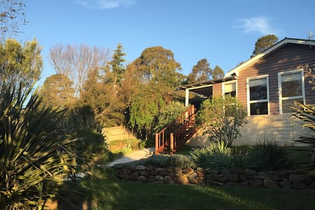 The Lil' Cottage That Could - Bundanoon - Rumah