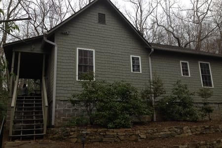Large 2 Bedroom Mountaintop House - Cleveland