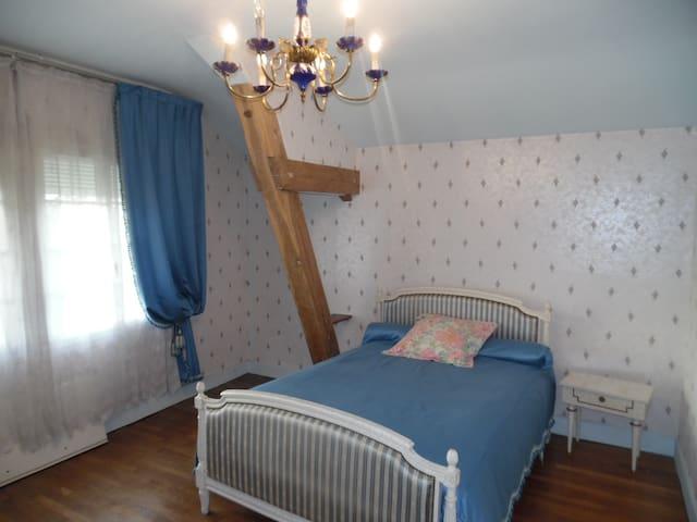 suite  de  deux  chambres dans maison champenoise - Précy-Notre-Dame