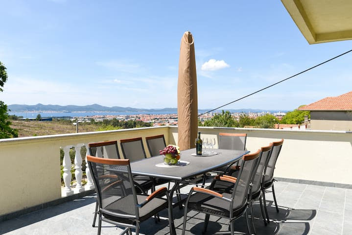ISSA Luxury 3 bedroom apartment / seaview balcony